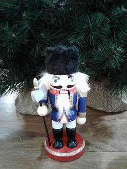 NUTCRACKER Mini  with sword   B